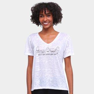 Camiseta Carmim Gola V Flamê Estampada Feminina