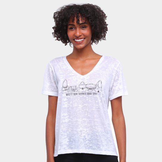 Camiseta Carmim Gola V Flamê Estampada Feminina - Off White