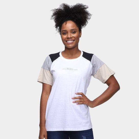 Camiseta Tricats Recortes Bit More Feminina - Branco+Bege