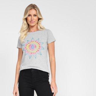 Camiseta Volcom Star Shields Feminina
